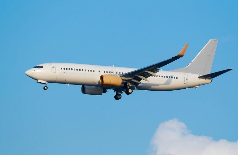 Boeing 737NG in flight
